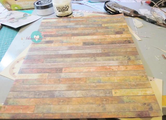 Decorando con el papel de falsa madera