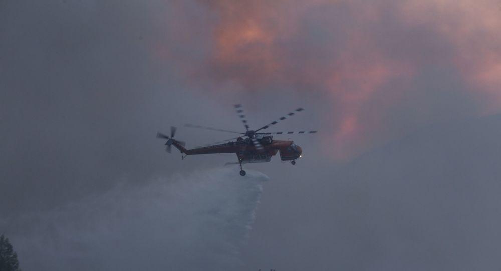 Μεγάλη φωτιά στην Ελαφόνησο, εκκενώνεται το κάμπινγκ - Βίντεο