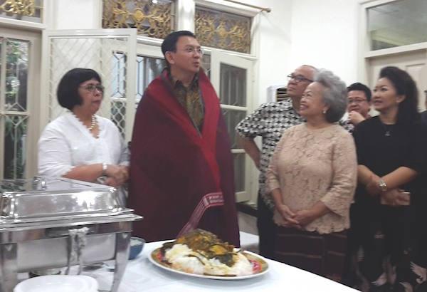 Ahok Diulosi & Ditaburi Boras Sipir Ni Tondi Jelang Pilkada DKI Jakarta Agar Selalu Diberkati Tuhan