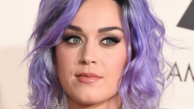 Maquiagem de festa Katy Perry cabelo colorido