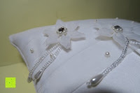 Blumen: Hochzeit Ringkissen Kissen mit Faux Perle Blume Satin Elfenbein 20cm*20cm ---Ivory