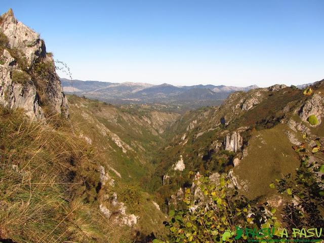 Valle del rio Mampodre en Parres