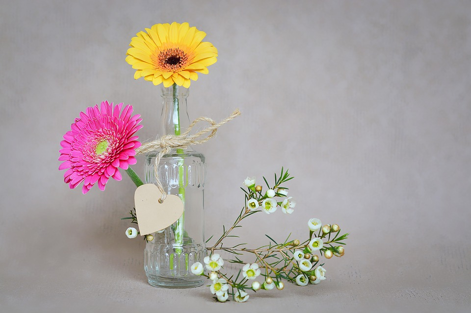 Upcycled Bottles: Flower Vase From Re-Cycled Jars