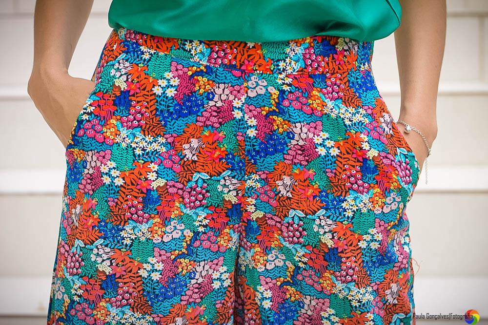 Look com calça pantalona colorida Aline Arruda / Ally Arruda