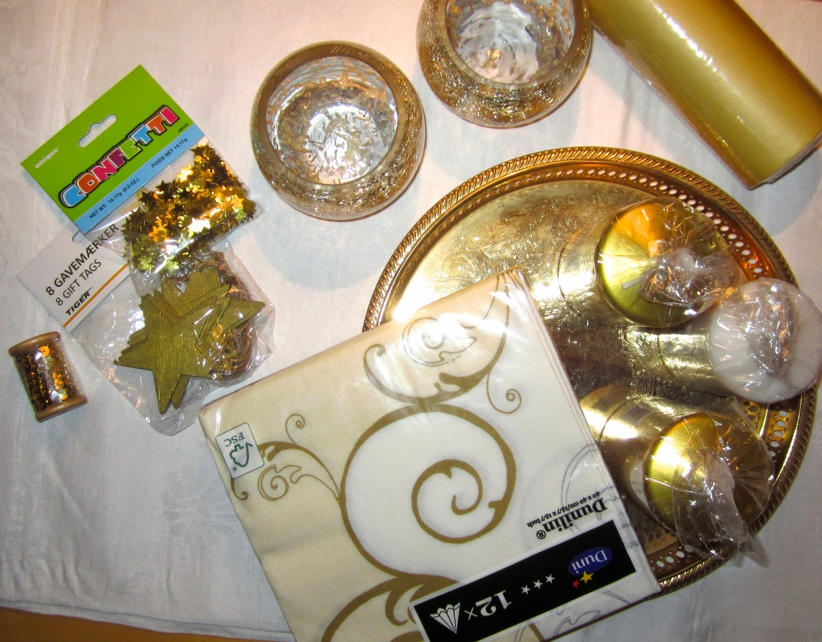 dded036cd5f2 Jag har aldrig dukat med vitt och guld så det ska verkligen bli spännande  att prova något nytt iår.