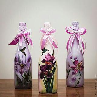 Decora y recicla tus botellas de vidrio con servilletas de decoupage haz manualidades - Botellas decoradas manualidades ...