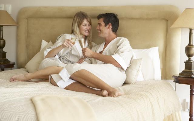 14 Cara Memuaskan Suami di Atas Ranjang