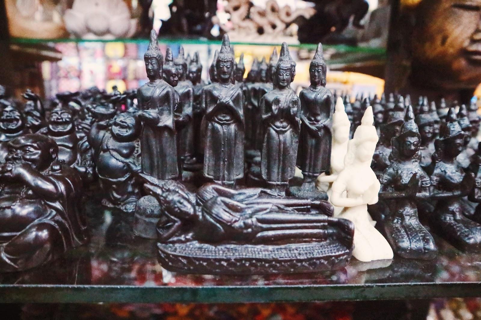 Khao San Road - Thai souvenirs