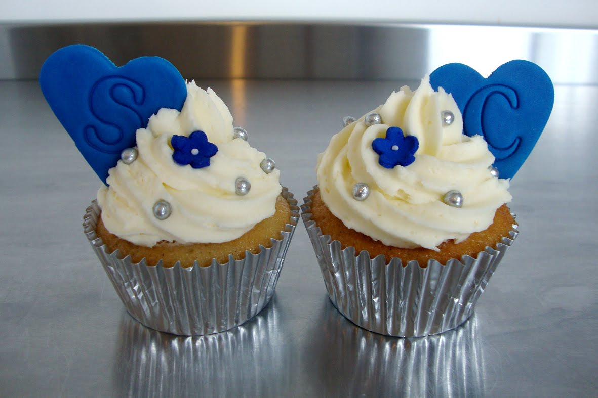 Hello There Cupcakes Claire Scott S Blue White Wedding Cakes