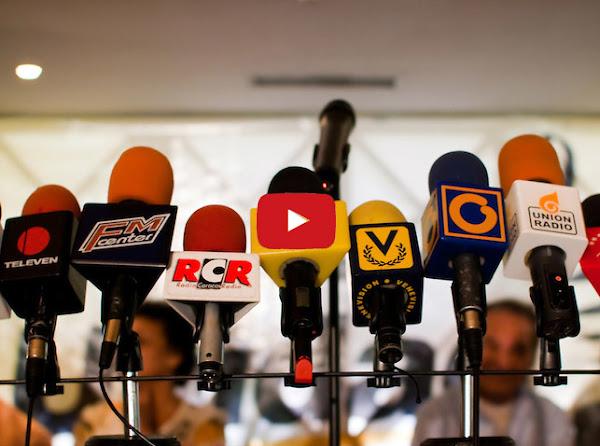 Renunció en plena rueda de prensa