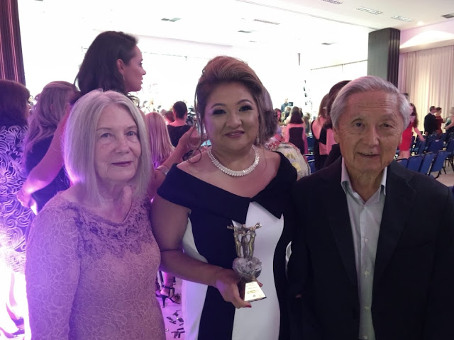 Dr Chozo e esposa prestigiam a filha que foi destaque no ramo empresarial