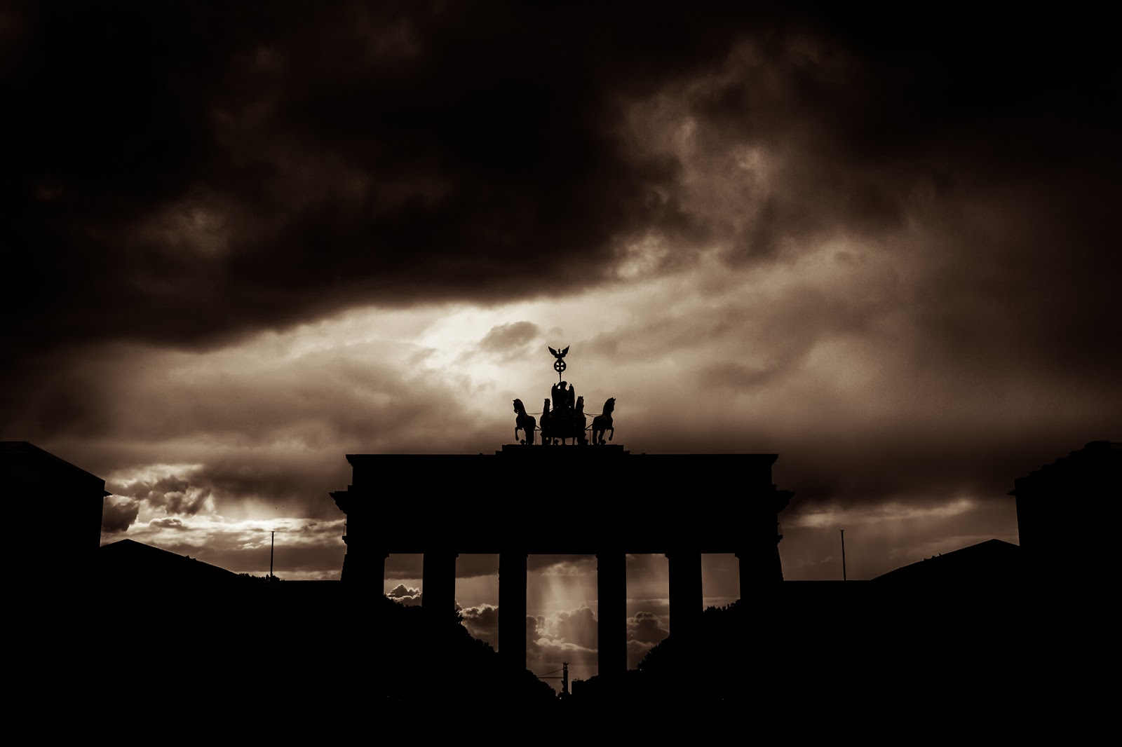 Brandenburger Tor :: Canon EOS5D MkIII | ISO100 | Canon17-40 @25mm | f/6.3 | 1/1250s