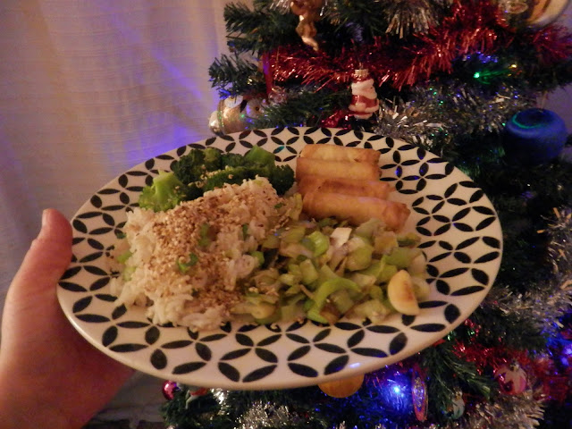 What I ate in a day, vegan New Year's Eve eats.  By UK vegan blogger, secondhandsusie.blogspot.com #vegan #veganblogger #whatIateinaday #whatveganseat
