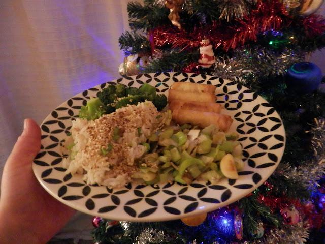 What I ate in a day, vegan New Year's Eve eats.  By UK vegan blogger, secondhandsusie.blogspot.com #vegan #veganblogger #whatIateinaday #whatveganseat