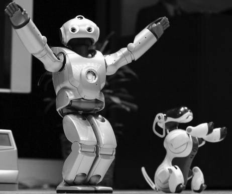 QRIO era o robô humanoide que nunca passou de um conceito, mas ele seria o companheiro do AIBO, um também estranho cachorro-robô comercializado pela empresa até o ano de 2006