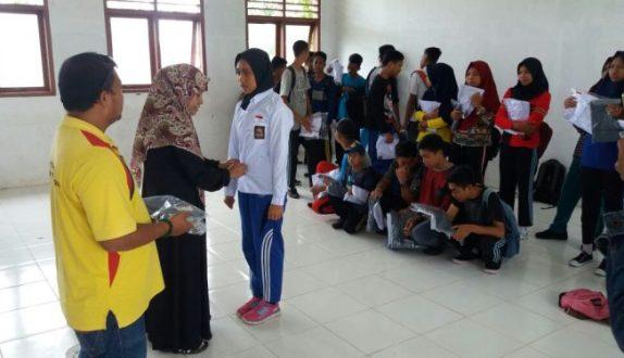 Kepsek dan Guru SMKN 7 Selayar Saweran Beli Seragam Sekolah, Gratis Untuk Siswa Barunya