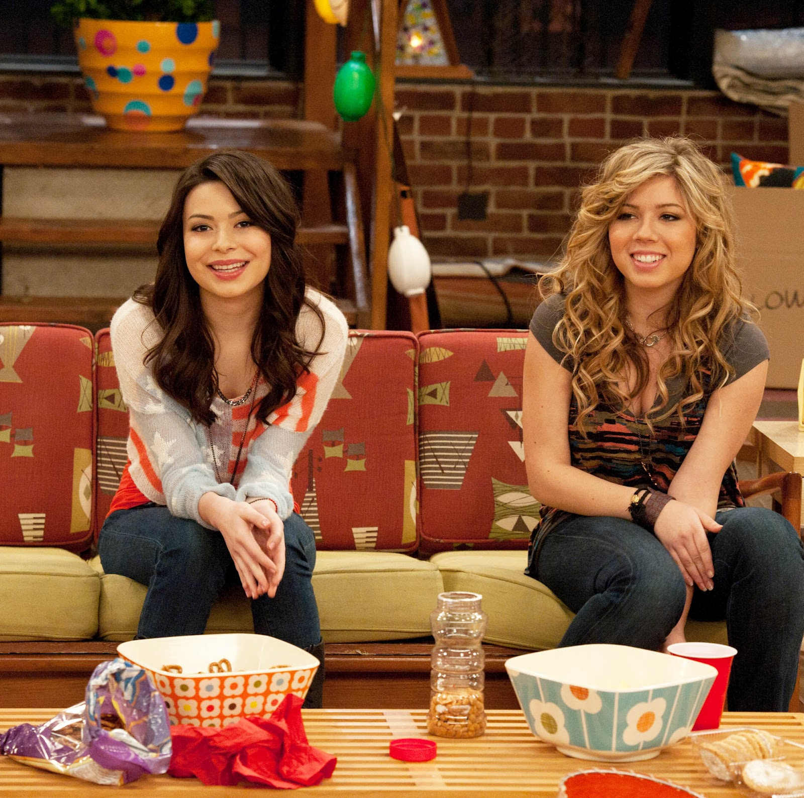 Rocky Coast News: Entertainment: iCarly & Victorious All ...  Rocky Coast New...