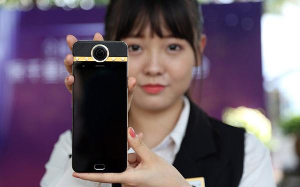 Protruly Darling: chiếc điện thoại có thể quay video VR đầu tiên trên thế giới