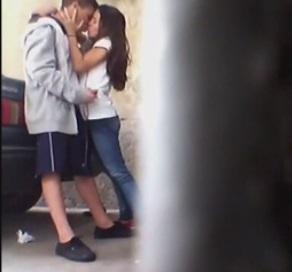 Novinha Flagrada Levando Leitinho Na Saida da Escola