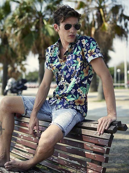 look masculino com camisa estampada verao