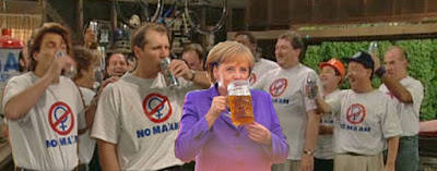 No Maam und Angela Merkel beim Bier trinken