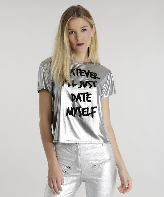 "O modelo tem estampa frontal flocada ""Whatever Ill just date myself"""