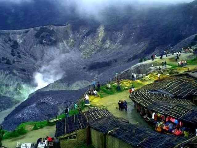 Wisata Gunung Tangkuban Perahu di Lembang Bandung