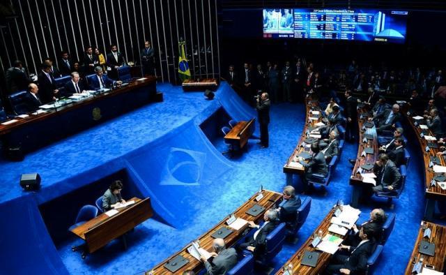 Senado aprova processo de impeachment e Dilma é afastada por até 180 dias