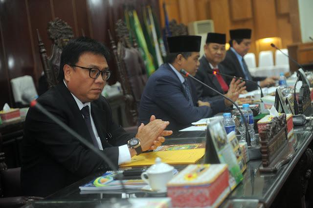 Gubernur Sampaikan Penjelasan di Hadapan Rapat Paripurna ke XXXV