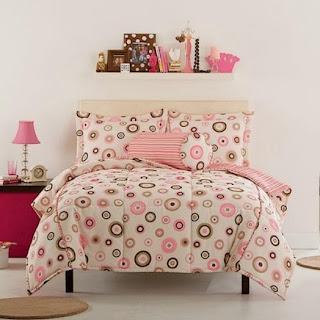 Habitación para adolescente en rosa y chocolate