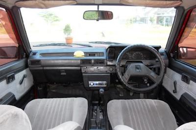 Interior Toyota Corolla GL & SE Saloon