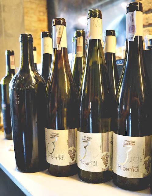 Podwójna degustacja pionowa polskich win z Winnic Wzgórz Trzebnickich i Winnicy Jakubów.
