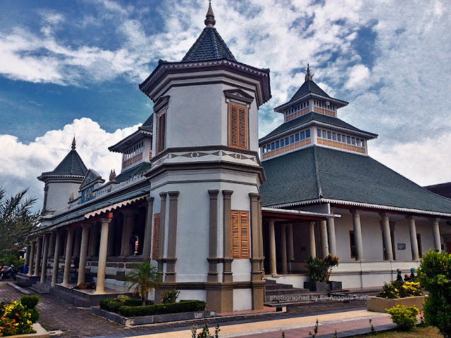 Foto Masjid Agung Manonjaya masa kini.