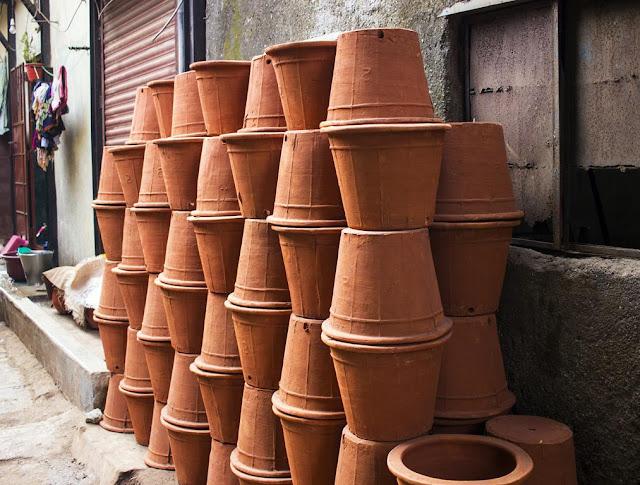 pile, pots, kumbharwada, dharavi, mumbai, india, street, street photo,