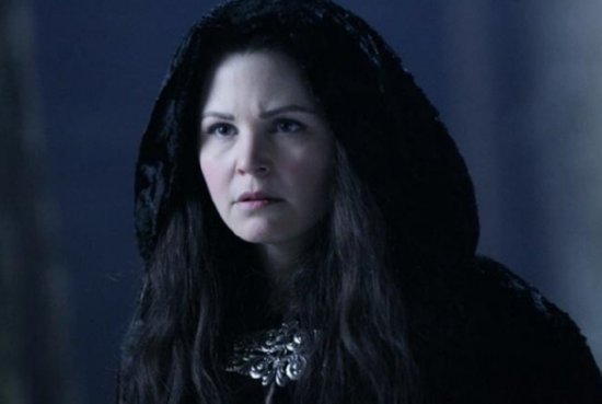 Once Upon a Time – Snow White at night dressed in black cloak