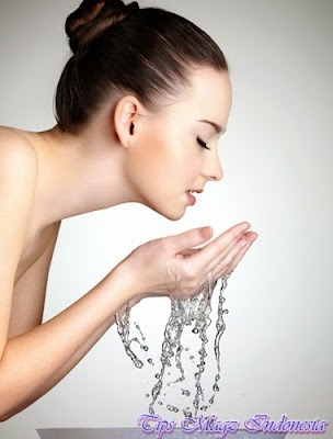 cuci wajah dengan benar sebagai bagian perawatan rutin
