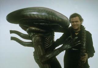 """Photo de Giger et son xénomorphe, la créature du film """"Alien"""""""