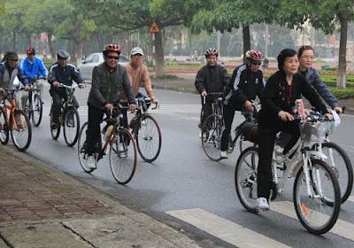 đi xe đạp cho người cao tuổi