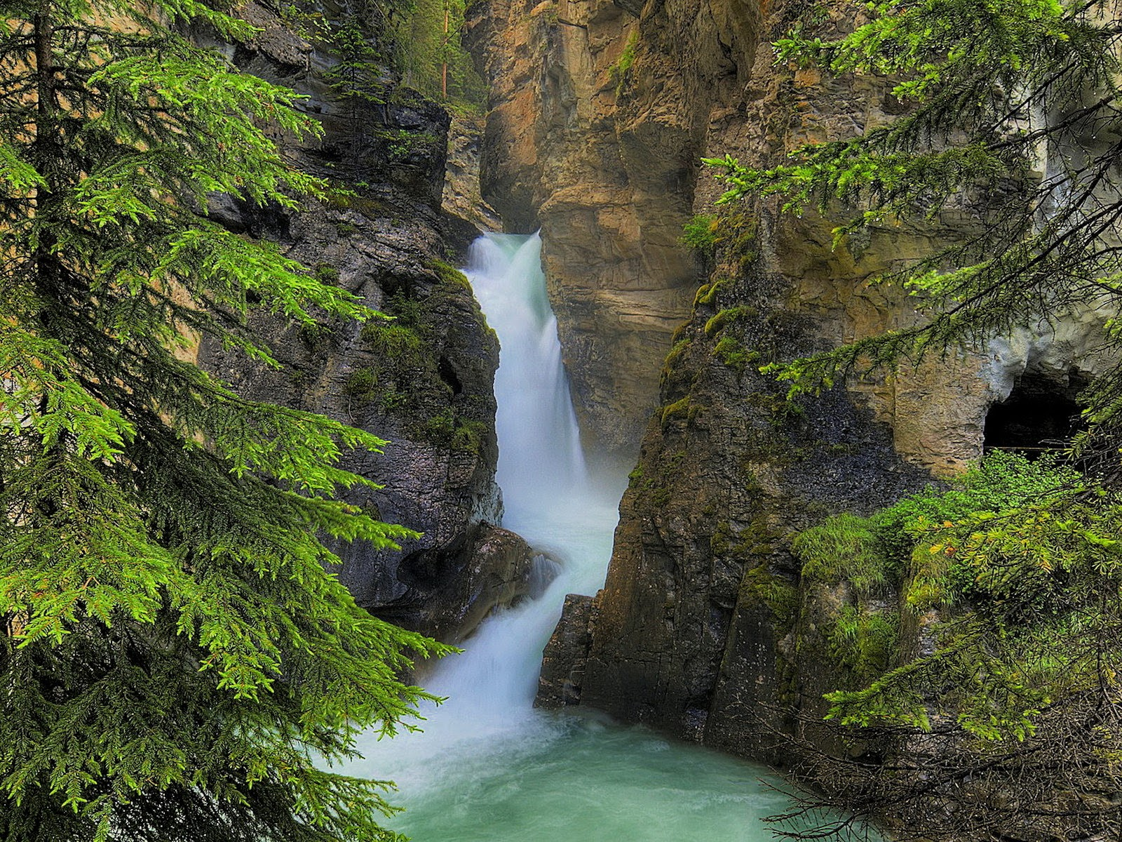 Johnston Canyon en Banff Np — Foto de stock © kamchatka