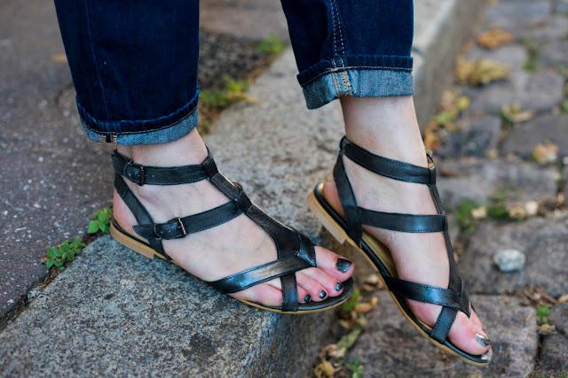 photo sandales noires plates