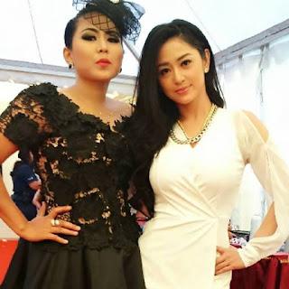 Wiwik Sagita dan Dewi Persik