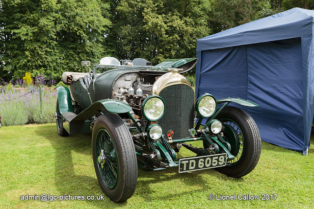 Bentley vintage car with it's engine on display TD 6059