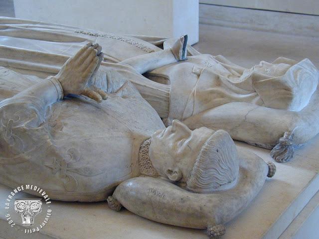 PARIS (75) - Musée du Louvre : Gisants de Pierre de Navare et de Catherine d'Alençon (XVe siècle)