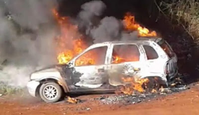 Homem coloca fogo em veículo com mulher grávida e criança de quatros anos dentro