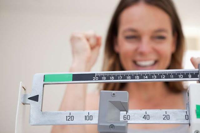 Cada cuándo debes pesarte para no subir de peso