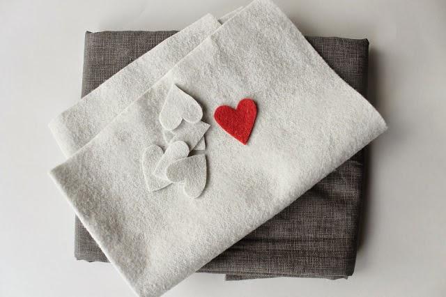 como hacer un cojin con corazones