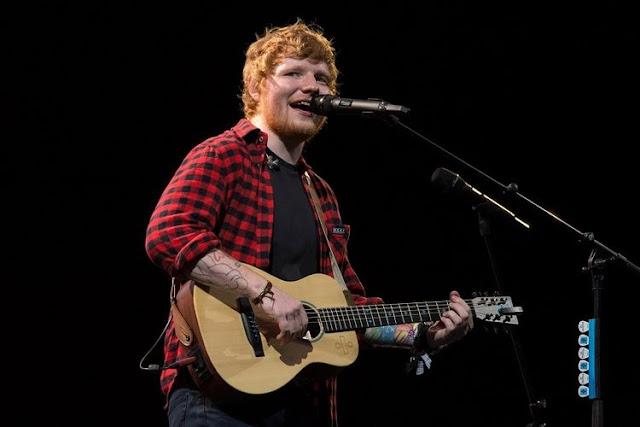 Ed Sheeran Akhiri Konser di GBK Dengan Menggunakan Jersey Timnas Indonesia