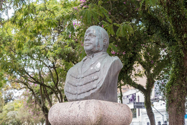 O busto de João Ribeiro de Macedo Filho