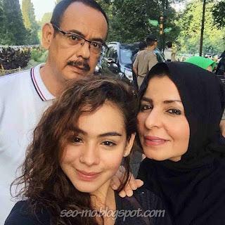 Foto Sahila Hisyam dengan Keluarganya Ayah dan Ibunya