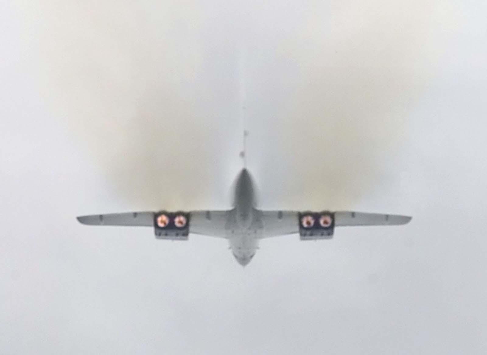 Az Olympus motor utóégetője a Concorde-nak aláírásaként füstös felszállást adott.  Minden motor 38 000 font tolóerőt hozott létre.